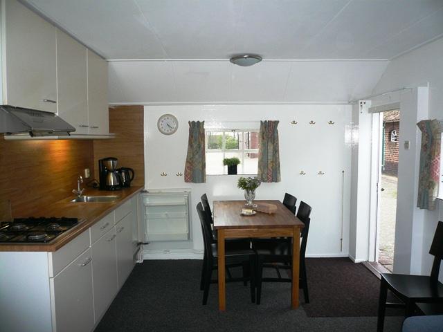 Vakantiehuis 39 t bakhuus in het vechtdal in overijssel - Eethoek in de keuken ...